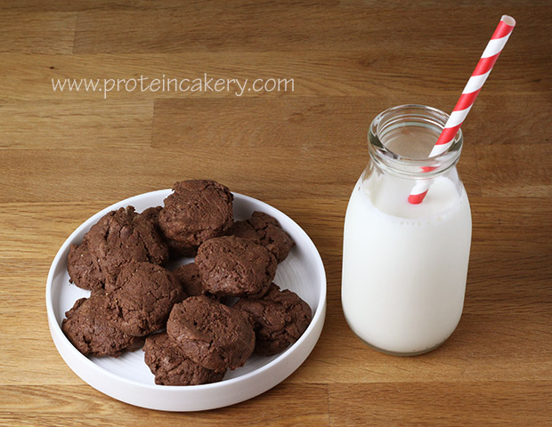 chewy-chocolate-protein-cookies-stevia