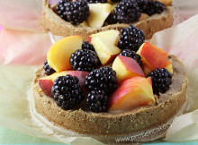peach-blackberry-protein-tartes