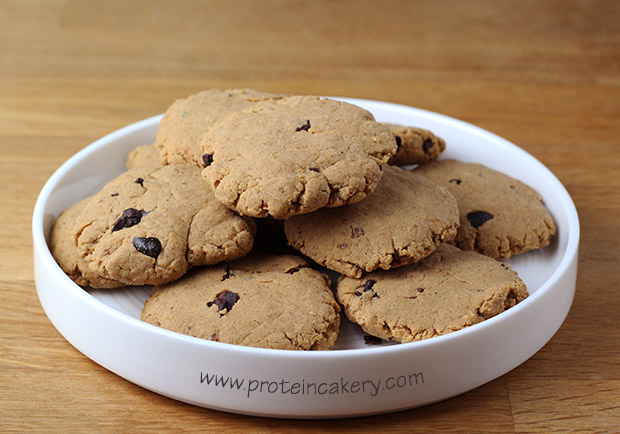 chocolate-chip-protein-cookies-vegan