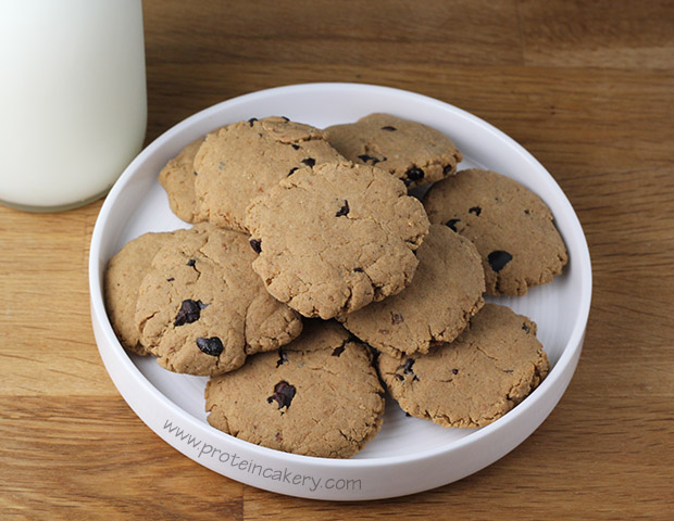 chocolate-chip-protein-cookies
