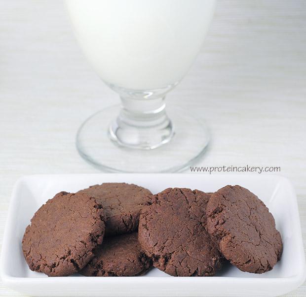 protein-cakery-chocolate-snaps