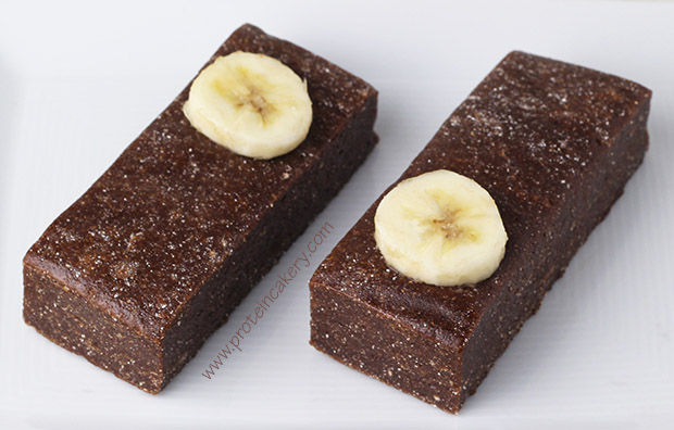 chocolate-peanut-butter-banana-protein-bars-whey