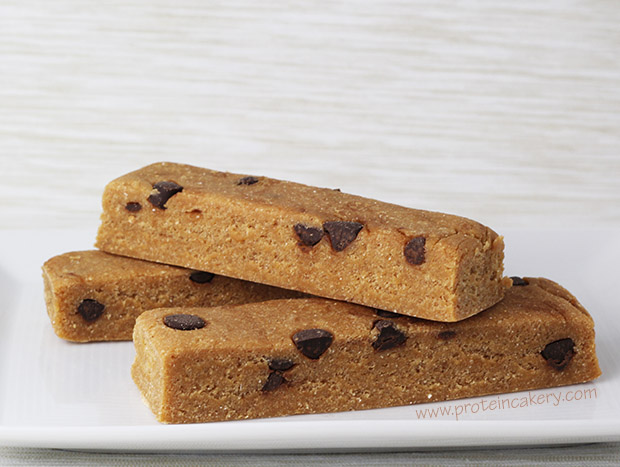 peanut-butter-chocolate chip-protein-bars-gluten-free