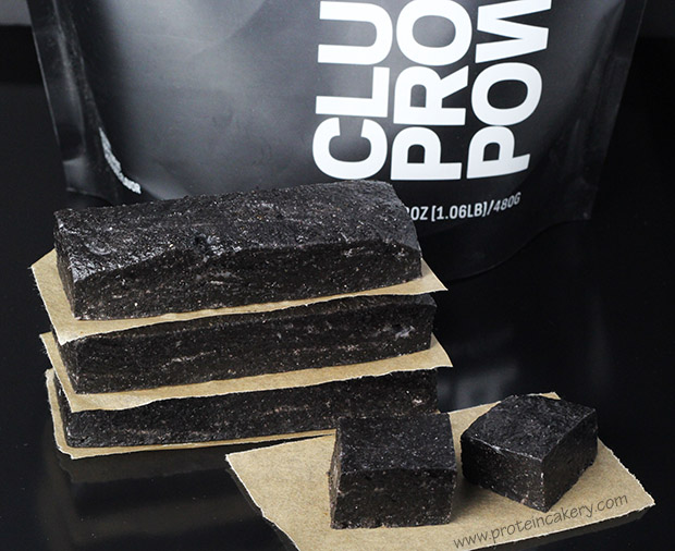 double-dark-cocoa-protein-bars-clutch-whey