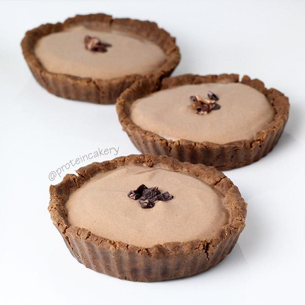 chocolate-cream-protein-tartlets-vegan