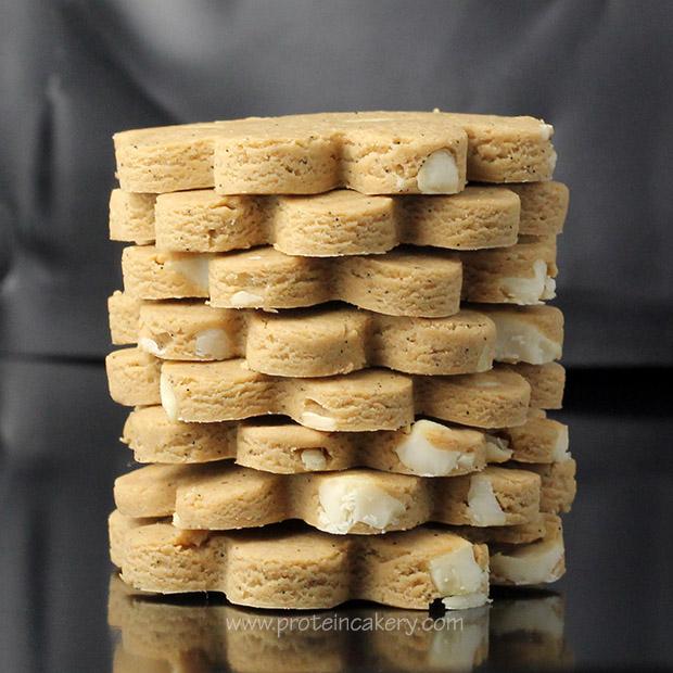protein-cakery-vanilla-cashew-protein-cookies-clutch