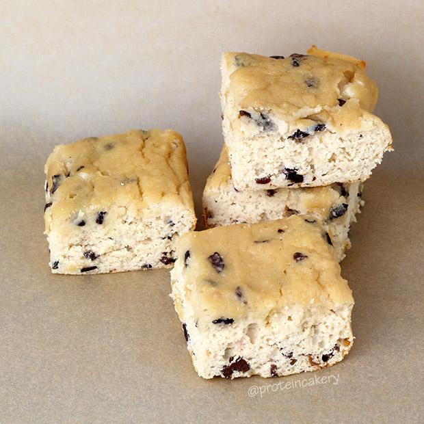 vanilla-chip-protein-snack-cake-gluten-free