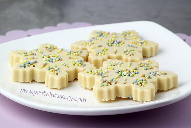 protein-cakery-natural-peppermint-white-protein-chocolate-snowflakes