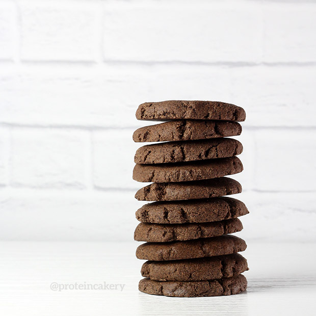 chocolate-mint-no-bake-protein-cookies-protein-cakery